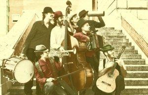 La Malarazza. Grupo formado por Yago, Bruno, Carmen, Guillem, Víctor, Jorge y Maximiliano. Imagen cedida por el grupo.