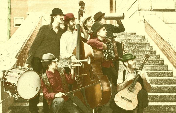 La Malarazza. Formado por Yago, Bruno, Carmen, Guillem, Víctor, Jorge y Maximiliano.